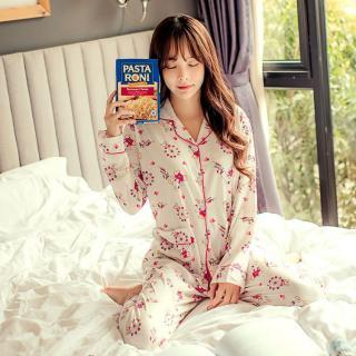 ชุดนอนผู้หญิง น่ารักแบบหวาน ๆ กระดุมหน้า เสื้อแขนยางกางเกงขายาว