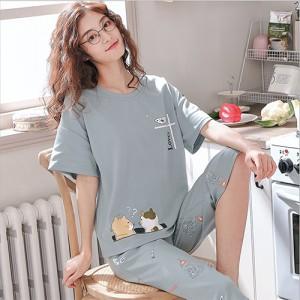 ชุดนอนแขนสั้น กางเกงขาสี่ส่วน แต่งลายการ์ตูนแมวสุดชิค ผ้านิ่ม LKC2006006