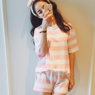ชุดนอนแขนสั้น สีชมพูหววาน ใส่นอนใส่อยู่บ้าน ก็น่ารักจ้า (M L XL) เนื้อผายืด ใส่สบายๆ