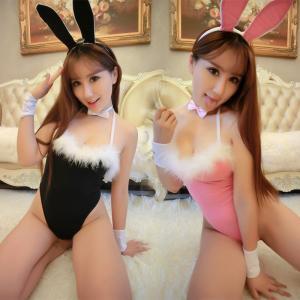 คอสเพลย์กระต่ายเซ็กซี่ สีชมพู และสีดำ ขนมรุ้งมริ้ง ทำให้ใจละลาย