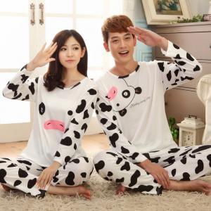 ชุดนอนคู่รักแขนยาวขายาว ลายน้องวัว ผ้ายืดนิ่ม