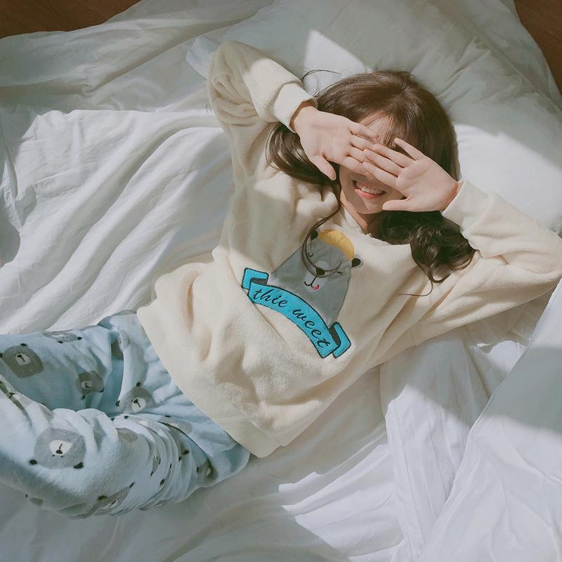 ชุดนอนผู้หญิง