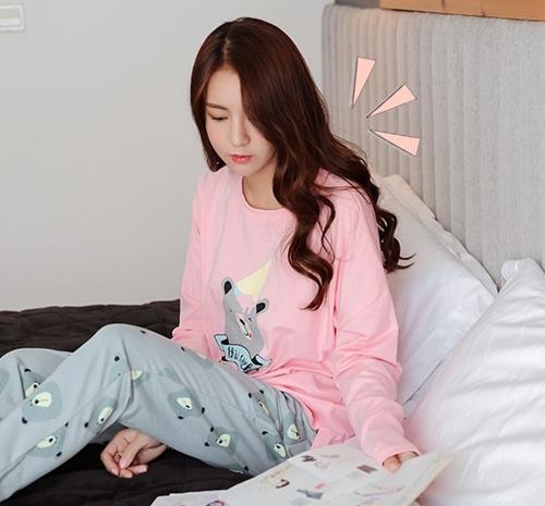 ชุดนอนสีชมพู