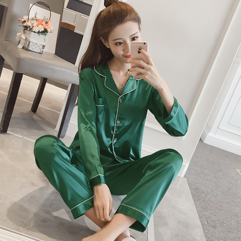 ชุดนอนผ้าซาติน สีเขียว