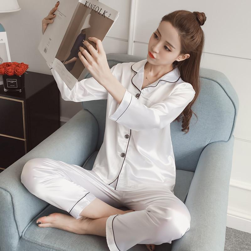 ชุดนอนผ้าซาติน สีขาว
